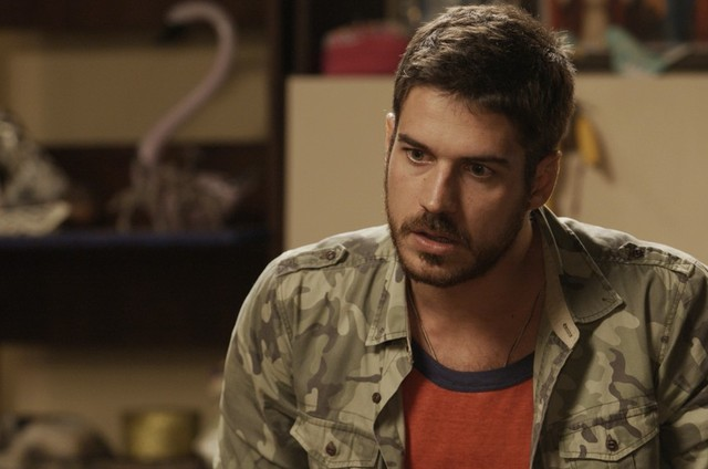 Marco Pigossi como Zeca em 'A força do querer' (Foto: Reprodução)