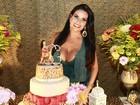 Solange Gomes recorre a truque no figurino em dia de festa