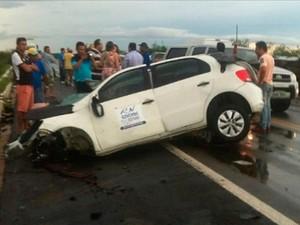 Das quatro pessoas que estavam no carro do governo do RN, três morreram (Foto: Marcelo Franja/G1)