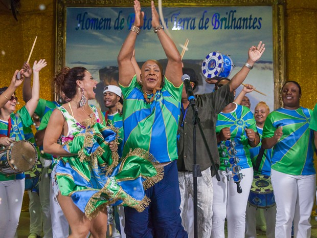 Xana e Naná vibram com a vitória! (Foto: Artur Meninea/ Gshow)