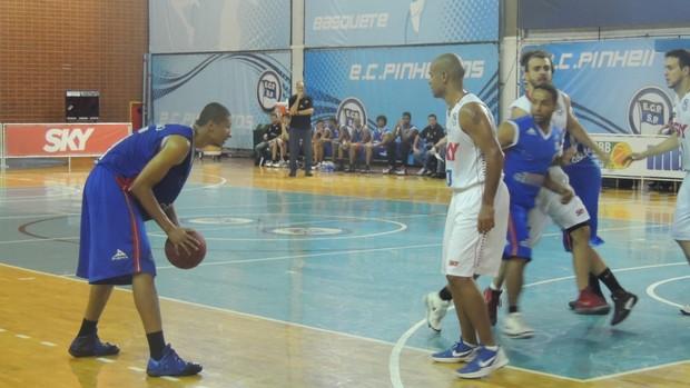 Rafael foi um dos destaques do Suzano na partida (Foto: Vitor Geron)