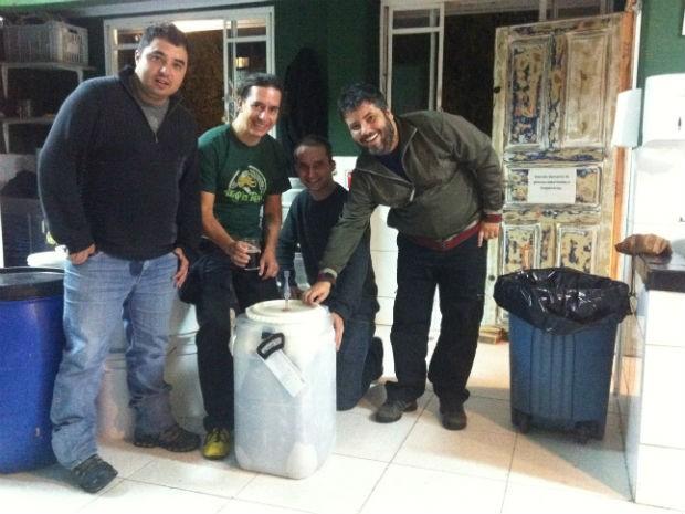 Wiliam, Ramiro, Dogdano e Osvaldo fazem parte dos 'Free Brewers' (Foto: Fernando Castro/G1)