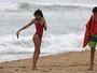 Willow Smith tira foto do bumbum em tarde na praia com o namorado