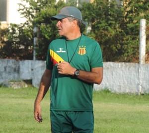 Vinícius Saldanha chegou a comandar time principal no ano passado (Foto: Sampaio / Divulgação)