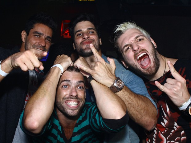 Ex-BBBs Diego, Maumau, Marcello e Cássio em festa no Rio (Foto: Raphael Mesquita/ Divulgação)