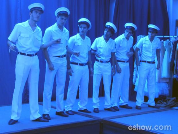 Sidney e meninos se preparam para o show  (Foto: Malhação / TV Globo)