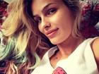 Yasmin Brunet colore pontas dos cabelos e exibe novo visual