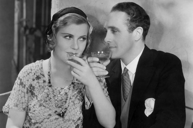 Casal tomando um drinque (Foto: Getty Images)