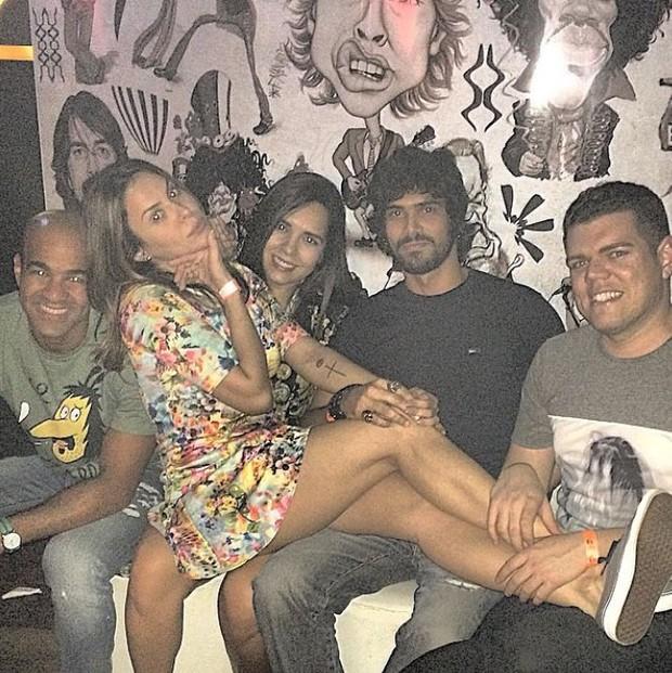Alinne Rosa e Rodrigo Fróes de mãos dadas há 2 meses (Foto: Reprodução/ Instagram)