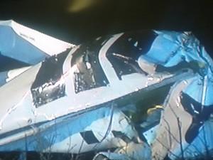 A aeronave ficou completamente destruída após queda que matou prefeito. (Foto: Reprodução/Inter TV dos Vales)