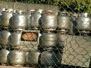 Gás estavam sendo distribuídos de forma ilegal em Araguaína (Foto: Reprodução/TV Anhanguera)