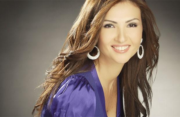 Rima apresenta programa na emissora Al Jadeed, do Líbano (Foto: Reprodução/Facebook/Rima Karaki)