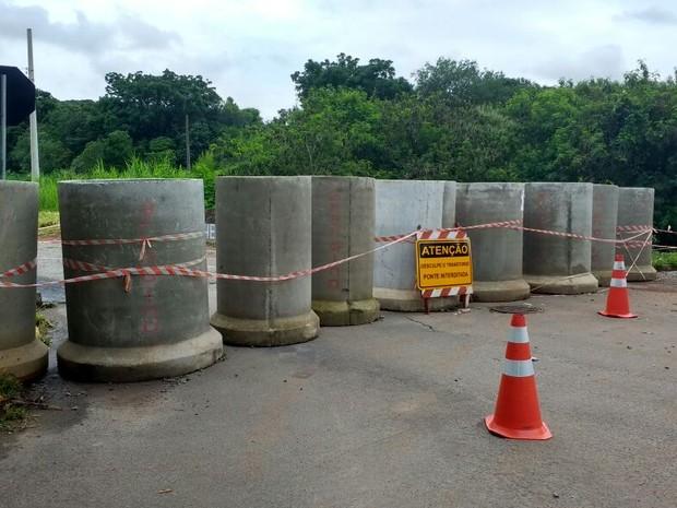 Ponte do Jardim Paulista está totalmente interditada  (Foto: Thiago Vasconcelos/TV TEM)
