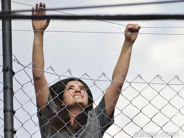 Ela consegue chegar ao topo da cerca! (Foto: Reinaldo Marques / TV Globo)