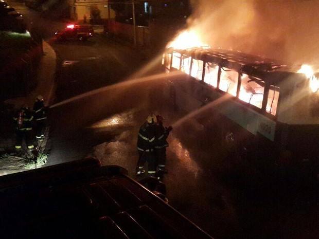 Incêndio ônibus Uberaba (Foto: Corpo de Bombeiros/Divulgação)