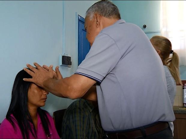 Passe espírita em pacientes de Uberaba (Foto: Reprodução/TV Integração)