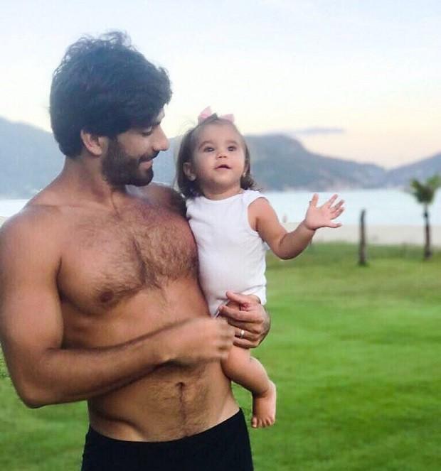 Hugo Moura e Maria Flor (Foto: Reprodução/Instagram)