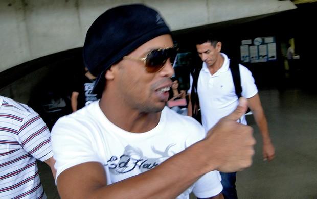 Ronaldinho gaucho atlético-mg desembarque (Foto: Leonardo Simonini)