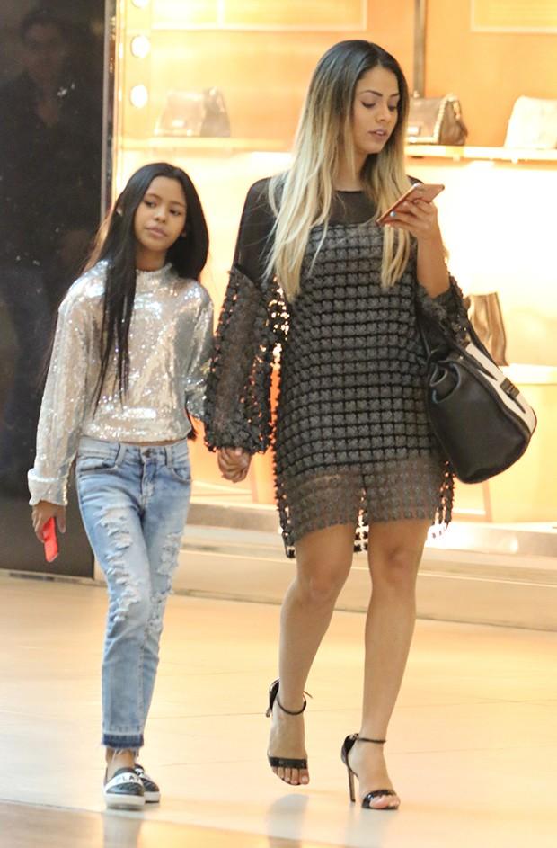 Lexa e a irmã, Wenny Isa (Foto: Agnews)