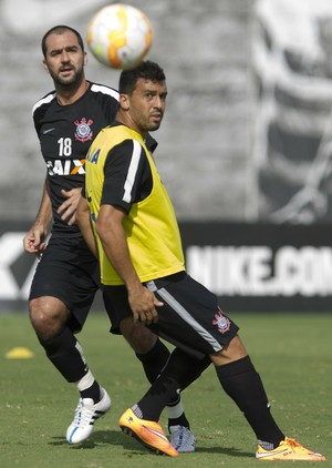 Danilo, Edilson, Corinthians (Foto: Daniel Augusto Jr/Ag. Corinthians)