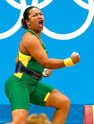 Jaqueline Ferreira na prova de levantamento de peso (Foto: Reuters)