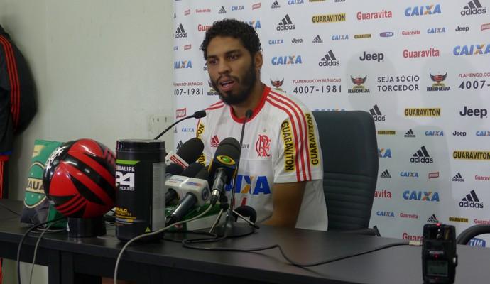 Wallace do Flamengo em entrevista coleitva (Foto: Fred Gomes)