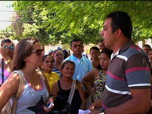 Protesto dos sorteados do Minha Casa Minha Vida em Petrolina (Foto: Reprodução/ TV Grande Rio)