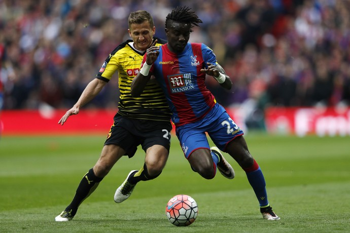 Pape Souare em jogo pelo Crystal Palace (Foto: ADRIAN DENNIS / AFP)