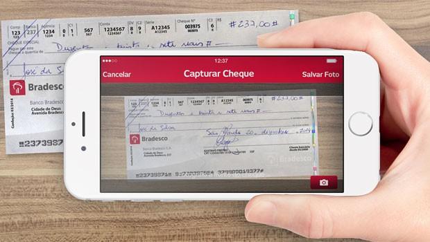Aplicativo do Bradesco captura folha de cheque para descontar valor sem ter de ir à agência. (Foto: Divulgação/Bradesco)