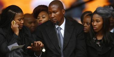Família de Mandela  se desentendeu depois de sua morte (Família de Mandela  se desentendeu depois de sua morte (Família de Mandela começou a se desentender em funeral (Kai Pfaffenbach/Reuters)))
