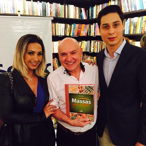 Valesca Popozuda com o namorado, empresário Diógenes David, com André Boccato em São Paulo (Foto: Instagram/ Reprodução)