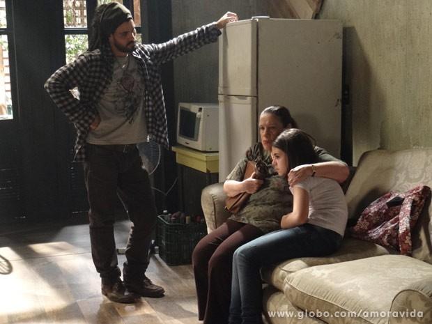 Paulinha diz a Ninho que nunca vai gostar dele (Foto: Amor à Vida / TV Globo)