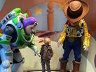 Carol Dantas posta foto de Davi Lucca com personagens da Disney