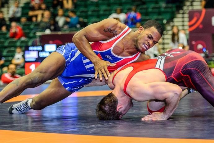 Reineris Perez derrota o americano Jacob Herbert luta livre pré-olímpico  (Foto: Tony rotundo, United World Wrestling)