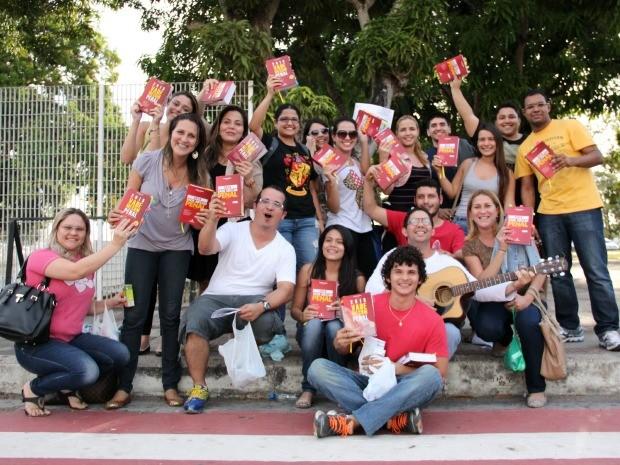 Candidatos comemoraram após prova (Foto: Jamile Alves/G1 AM)