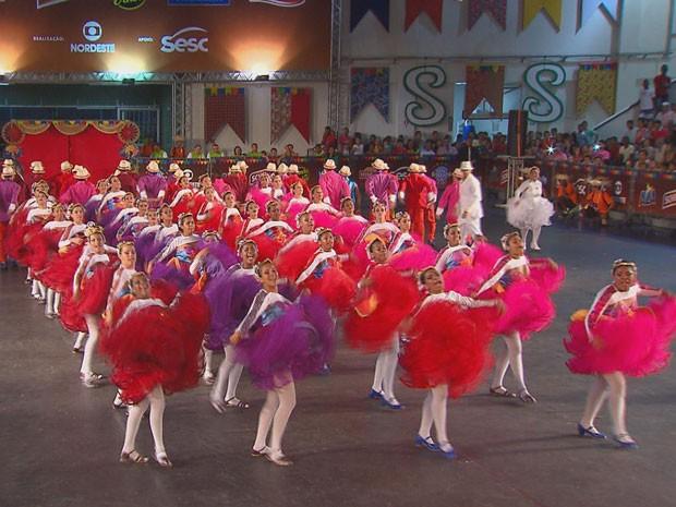 Mesmo desclassificada, Resnascer se apresentou para garantir a participação no ano que vem (Foto: Reprodução / TV Globo)