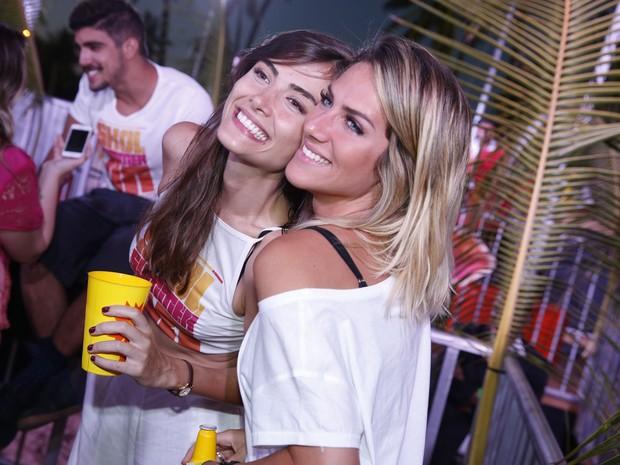 Maria Casadevall e Giovanna Ewbank em festa em festa em Porto de Galinhas, Pernambuco (Foto: Felipe Panfili/ Ag. News)