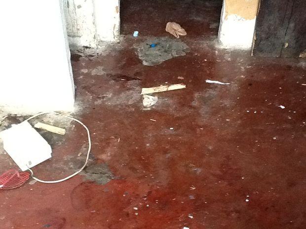 Pedaço de madeira pode ter sido utilizado no crime (Foto: Magna Santana/Arquivo Pessoal)