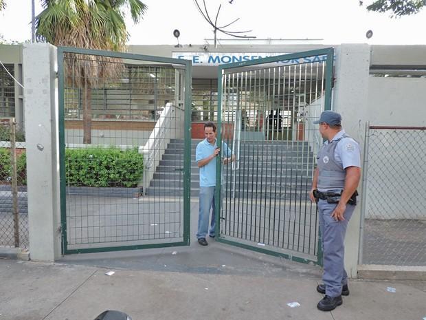 Portões foram fechados pontualmente às 17h (Foto: João Paulo Tilio / GloboEsporte.com)