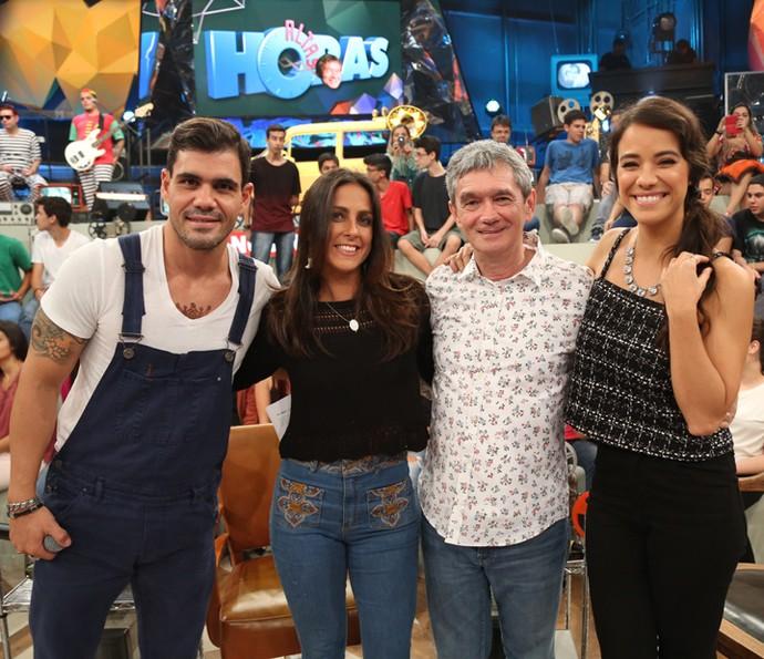 Serginho recebe Juliano Cazarré, Carol Barcellos e Miá Mello (Foto: Carol Caminha/Gshow)