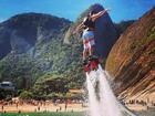 José Loreto posta foto fazendo flyboard: 'Para o alto e avante'