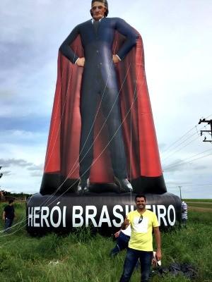 Boneco tem juiz vestido de super-herói e de terno e gravata (Foto: Vinícius Bitencourt/ Arquivo pessoal)