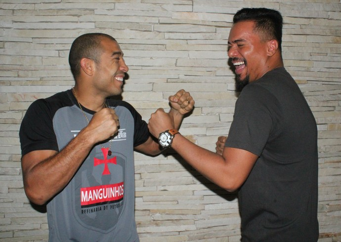 José Aldo e Bruno Cardoso, cantor do Sorriso Maroto (Foto: Marcelo Barone)