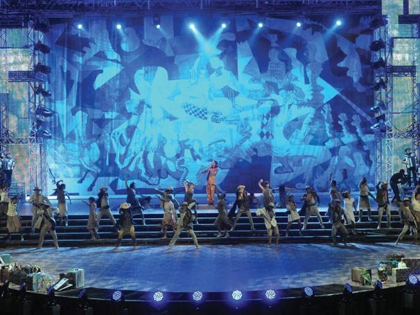 O show, realizado na Arena de Jacarepaguá, no Rio de Janeiro, fez uma viagem pelas regiões brasileiras, com quadros de Cândido Portinari no cenário (Foto: Divulgação Rede Globo)