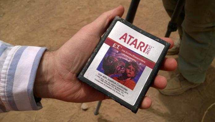 Cartucho de um dos piores jogos da história é achado em escavação nos EUA (Foto: Reprodução/Twitter)