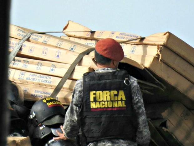Força Nacional chega a Manaus para reforçar segurança nos presídios de Manaus (Foto: Adneison Severiano/G1 AM)