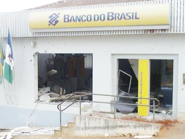 Caixas eletrônicos são atacados com explosivos no interior da Bahia (Foto: Brumado Notícias / Divulgação)