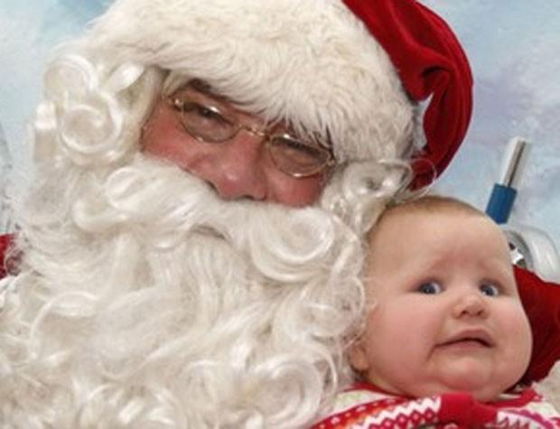 Um shopping de South Portland, no estado americano de Manie, precisou demitir um Papai Noel depois que crianças e pais reclamaram que o homem era rude, mal-humorado e que nem mesmo deixava as crianças sentarem em seu colo (Foto:  Suzanne Plunkett/Reuters)