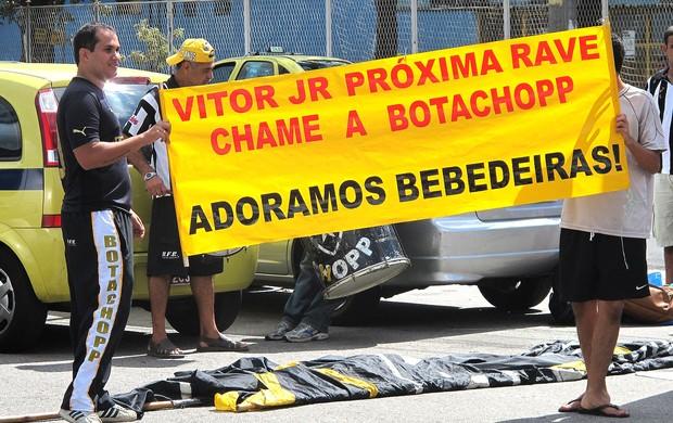 protesto da torcida do Botafogo (Foto: Thales Soares / Globoesporte.com)
