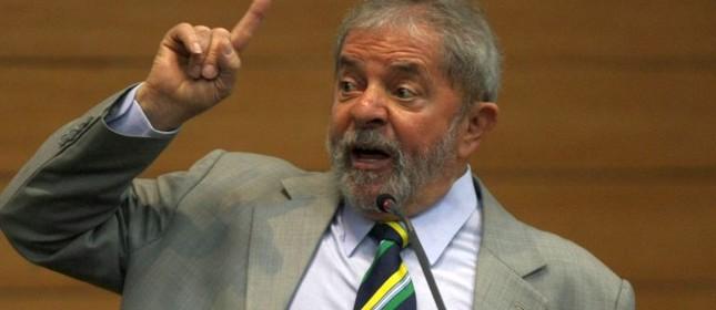 O ex-presidente Lula, um pouco exaltado  (Foto: Michel Filho / Agência O Globo)